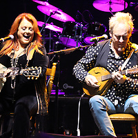 Wynonna performs an acoustic set with her husband, Cactus Moser, Saturday night.