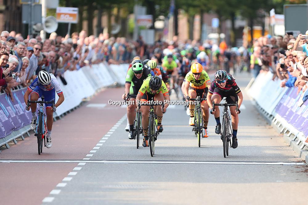 01-09-2017: Wielrennen: Boels Ladies Tour: Weert  <br /> De vierde etappe van de Boels Ladies Tour is gewonnen door Lisa Brennauer. De Duitse van Canyon-Sram wees Chloe Hosking en Roxane Fournier achter zich. Kirsten Wild werd vierde.<br /> Annemiek van Vleuten blijft leidster.