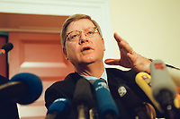 04 JAN 2000, BERLIN/GERMANY:<br /> Joachim H&ouml;rster, CDU, Parl. Gesch&auml;ftsf&uuml;hrer CDU/CSU Fraktion, w&auml;hrend einer Pressekonferenz zum Geldtransfer an die CDU, Deutscher Bundestag, Unter den Linden 71<br /> IMAGE: 20000104-01/02-24<br /> KEYWORDS: Joachim Hoerster, Mikrofon, microphone