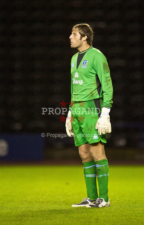 WIDNES, ENGLAND - Tuesday, October 6, 2009: Everton's goalkeeper Carlo Nash in action against Manchester United during the FA Premiership Reserves League (Northern Division) match at the Halton Stadium. (Pic by David Rawcliffe/Propaganda)