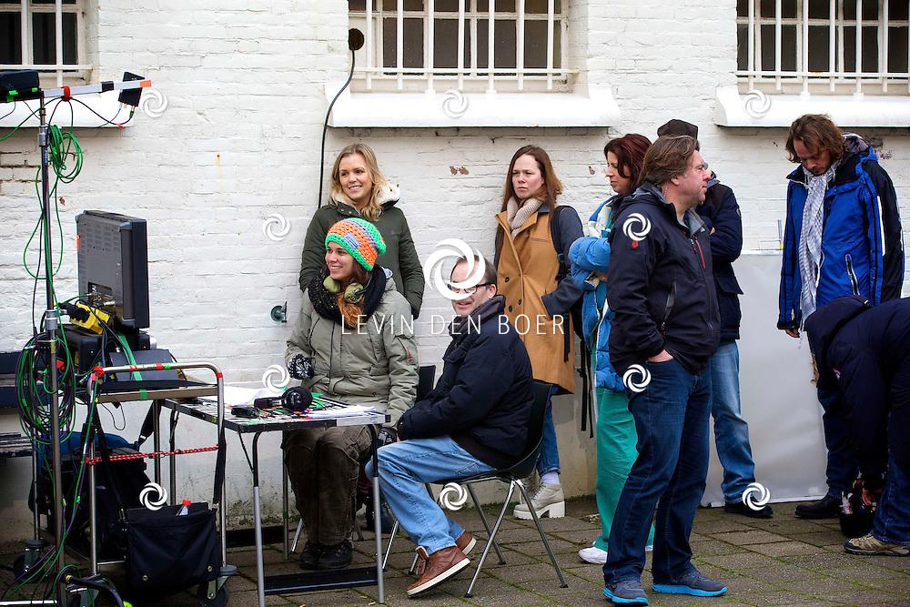 ALKMAAR - In een oude gevangenis zijn de tv opnames van de nieuwe SBS6 tv serie 'Celblok H'. Met hier op de foto regisseur Dennis Bots. FOTO LEVIN DEN BOER - PERSFOTO.NU