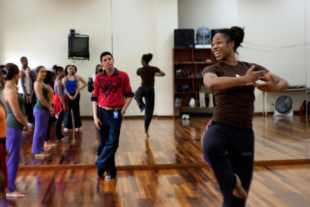 Marjani Fort&eacute; in a dance class with UBW and Colombian pupils in the Javieriana University.<br /> Urban Bush Women (Brooklyn, USA). Cali, Colombia - March 2010.