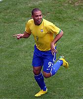 Jubel 1:0 Torschuetze Ronaldo Brasilien<br /> Fussball WM 2006 Achtelfinale Brasilien - Ghana<br /> Brasil - Ghana<br /> Norway only