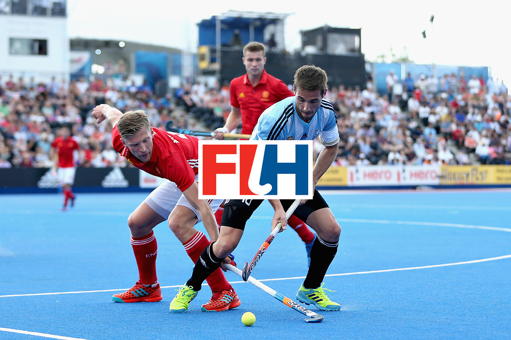 LONDON, ENGLAND - JUNE 18: Ollie Willars of England tangles with Matias Paredes of Argentina during the Hero Hockey World League Semi Final match between England and Argentina at Lee Valley Hockey and Tennis Centre on June 18, 2017 in London, England.  (Photo by Alex Morton/Getty Images)