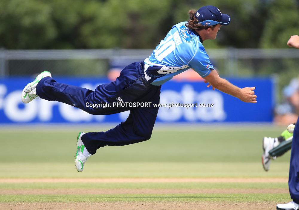 Lou Vincent. Twenty20 Cricket, Auckland Aces v Pakistan, Colin Maiden Park, Auckland. Thursday 23 December 2010.Photo: Andrew Cornaga/photosport.co.nz