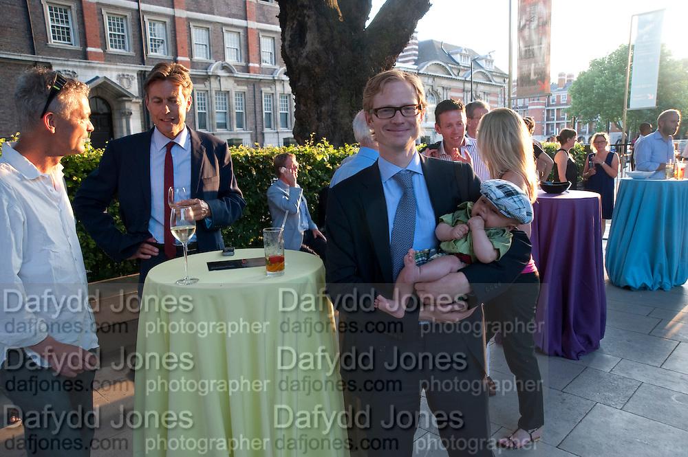 Dan harvey; Ben Bradshaw; Eric Moen; Zeifi Moen, Tate Britain Summer Party 2009. Millbank. London. 29 June 2009