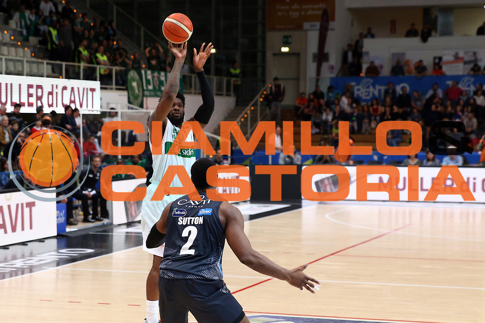 Thomas Adosin<br /> Dolomiti Energia Trentino vs Sidigas Avellino<br /> Lega Basket Serie A 2016/2017<br /> Trento, 07/05/2017<br /> Foto Ciamillo-Castoria/A. Gilardi