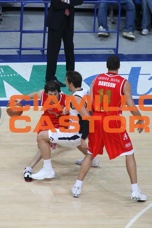 DESCRIZIONE : Bologna Lega A1 2006-07 Climamio Fortitudo Bologna Amani Jeans Milano <br /> GIOCATORE : Calabria<br /> SQUADRA : Armani Jeans Milano<br /> EVENTO : Campionato Lega A1 2006-2007 <br /> GARA : Climamio Fortitudo Bologna Amani Jeans Milano <br /> DATA : 25/03/2007 <br /> CATEGORIA : Sequenza Tecnica Palleggio Blocco<br /> SPORT : Pallacanestro <br /> AUTORE : Agenzia Ciamillo-Castoria/G.Ciamillo