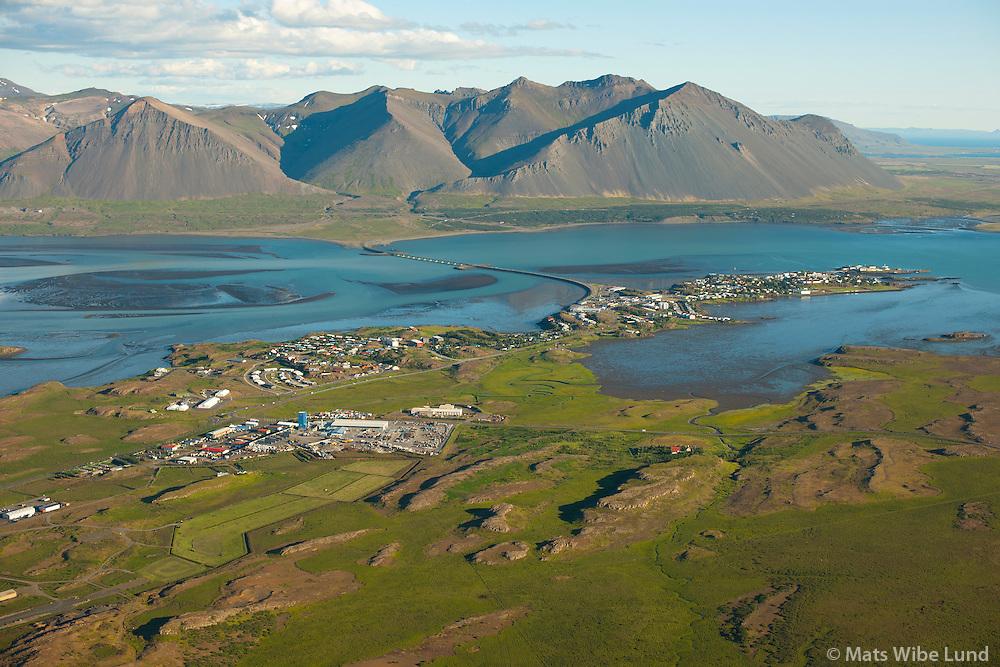 Borg í forgrunni. Borgarnes séð til suðsuðausturs, Hafnarfjall,  Borgarbyggð /  Borg in foreground.  Borgarnes viewing southsoutheast. Mount Hafnarfjall, Borgarbyggd.