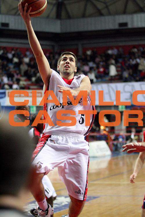 DESCRIZIONE : Montecatini Lega A2 2007-08 Agricola Gloria RB Montecatini Terme Coopsette basket Rimini<br /> GIOCATORE : Filloy Ariel<br /> SQUADRA : Coopsette basket Rimini<br /> EVENTO : Campionato Lega A2 2007-2008<br /> GARA : Agricola Gloria RB Montecatini Terme Edimes Coopsette basket Rimini<br /> DATA : 18/11/2007<br /> CATEGORIA : Tiro<br /> SPORT : Pallacanestro<br /> AUTORE : Agenzia Ciamillo-Castoria/Stefano D'Errico<br /> Galleria : Lega Basket A2 2007-2008 <br /> Fotonotizia : Montecatini Lega A2 2007-2008 Agricola Gloria RB Montecatini Terme Coopsette basket Rimini<br /> Predefinita :