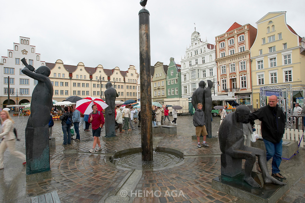 The monument at recently renovated Neuer Markt.