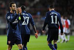 20-10-2009 VOETBAL: AZ - ARSENAL: ALKMAAR<br /> AZ in slotminuut naast Arsenal 1-1 / Cesc Fabregas scoort de 1-0 op een assist van Robin van Persie<br /> ©2009-WWW.FOTOHOOGENDOORN.NL