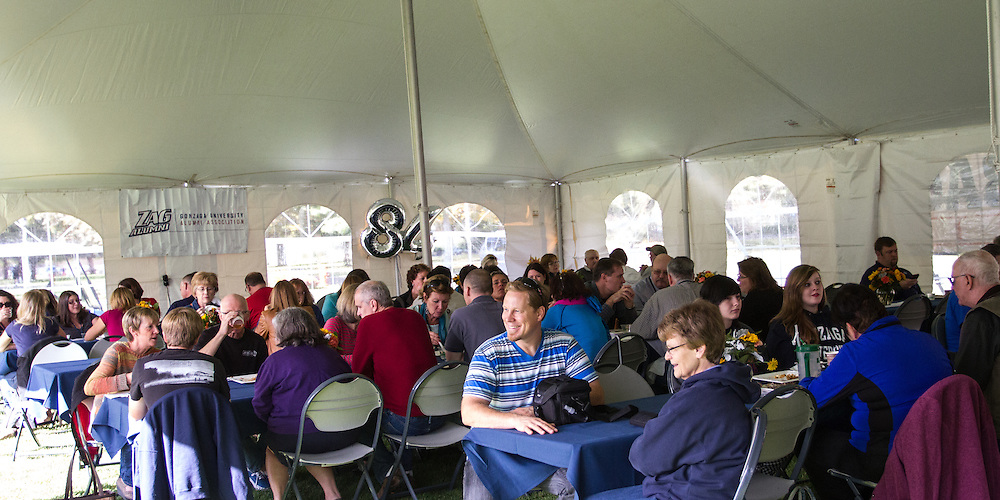 Alumni particpate in an afternoon lunch on the quad at Gonzaga University. (Photo by Libby Kamrowski)