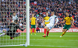 LONDON, ENGLAND - Sunday, March 26, 2017: England's Jamie Vardy scores the second goal against Lithuania during the 2018 FIFA World Cup Qualifying Group F match at Wembley Stadium. (Pic by Xiaoxuan Lin/Propaganda)