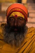 Portret van een Hindoestaanse man in de bedevaart plaatst Varanasi