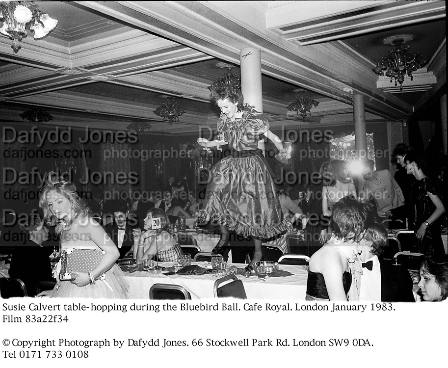Susie Calvert table-hopping during the Bluebird Ball. Cafe Royal. London January 1983. Film 83a22f34<br />© Copyright Photograph by Dafydd Jones. 66 Stockwell Park Rd. London SW9 0DA. Tel 0171 733 0108