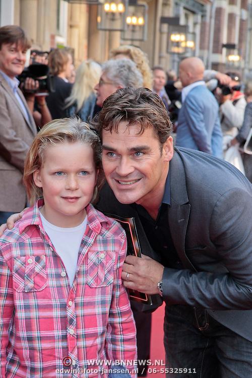"""NLD/Amsterdam/20110925 - Premiere Andre van Duin's show """"Ja hoor ... Daar is hij weer, Jeroen van der Boom met zoon Daan"""