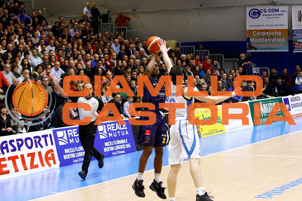 DESCRIZIONE : Capo dOrlando Lega A 2015-16 Betaland Capo d Orlando Manital Auxilium Cus Torino<br /> GIOCATORE : Jerome Dyson<br /> CATEGORIA : Tiro Three Point<br /> SQUADRA : Orlandina Basket<br /> EVENTO : Campionato Lega A Beko 2015-2016 <br /> GARA : Betaland Capo d Orlando Manital Auxilium Cus Torino<br /> DATA : 13/03/2016<br /> SPORT : Pallacanestro <br /> AUTORE : Agenzia Ciamillo-Castoria/G.Pappalardo<br /> Galleria : Lega Basket A 2015-2016<br /> Fotonotizia : Capo dOrlando Lega A 2015-16 Betaland Capo d Orlando Manital Auxilium Cus Torino
