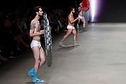 Mercedes-Benz FashionWeek Amsterdam met de catwalkshow van catwalk  Das Leben am Haverkamp <br /> <br /> Op de foto: Model op de catwalk