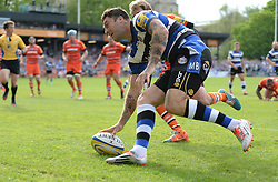Bath Winger Matt Banahan scores his second try. - Photo mandatory by-line: Alex James/JMP - Mobile: 07966 386802 - 23/05/2015 - SPORT - Rugby - Bath - Recreation Ground - Bath v Leicester Tigers - Aviva Premiership Rugby semi-final