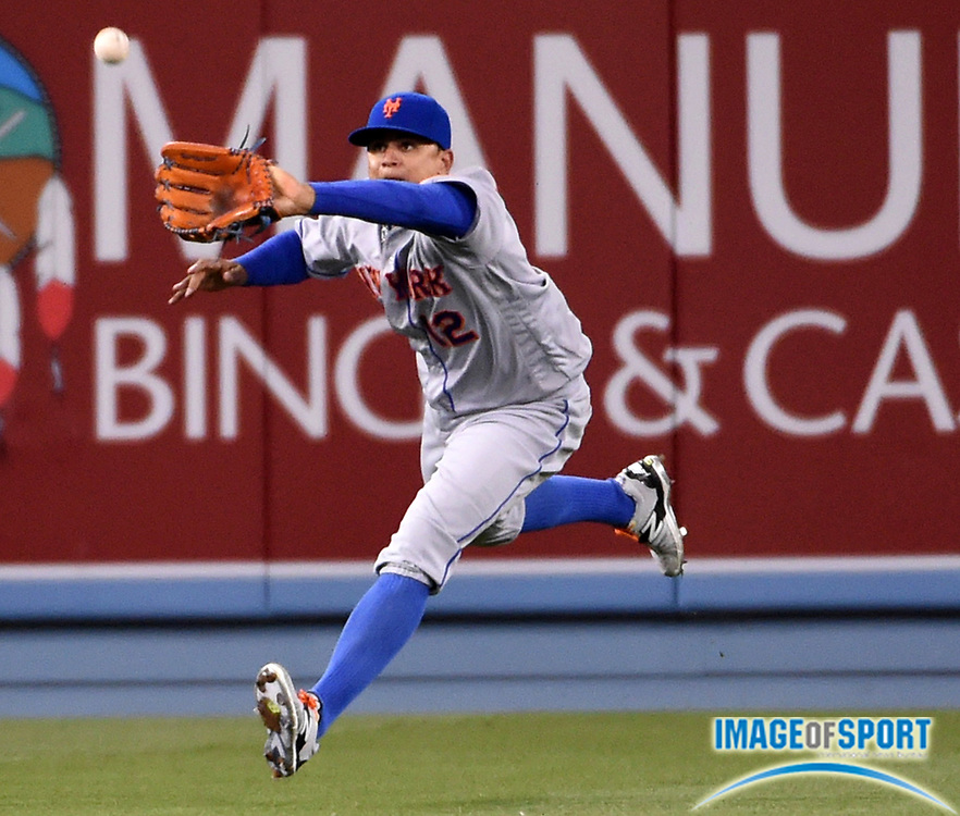 May 9, 2016; Los Angeles, CA, USA; New York Mets center fielder Juan Lagares (12) drops a fly ball against the Los Angeles Dodgers during a MLB game at Dodger Stadium. The Mets defeated the Dodgers 4-2.