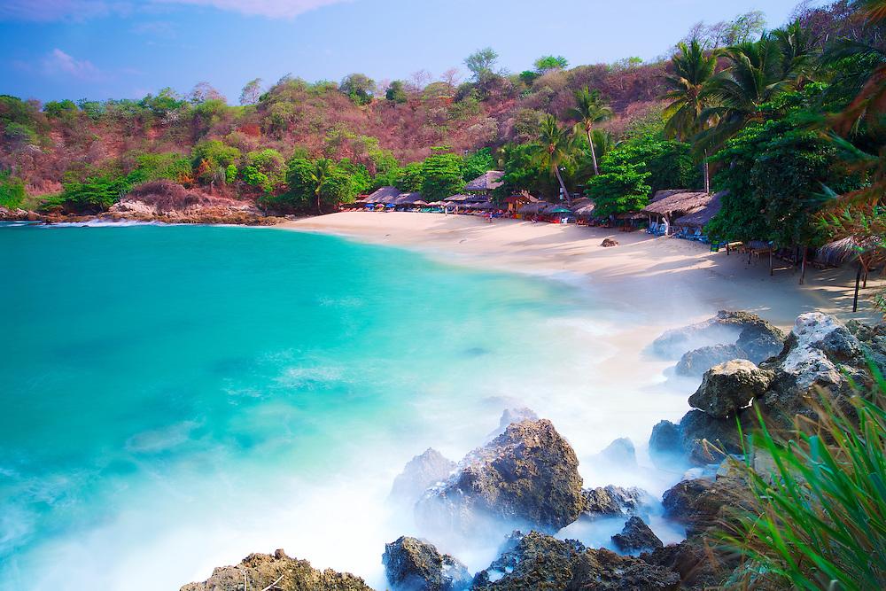 Turquoise waters on Playa Carrizalillo, Puerto Escondido, México