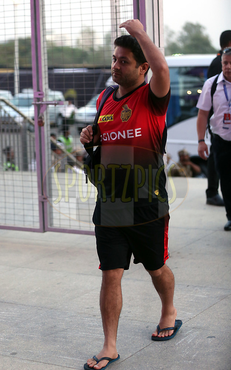 Piyush Chawla of the Kolkata Knight Riders arrives for the match 30 of the Vivo 2017 Indian Premier League between the Rising Pune Supergiants and the Kolkata Knight Riders  held at the MCA Pune International Cricket Stadium in Pune, India on the 26th April 2017<br /> <br /> Photo by Sandeep Shetty - Sportzpics - IPL