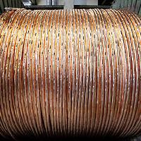 Nederland, Amsterdam , 16 april 2010..Draka is een Nederlands beursgenoteerde onderneming actief in de kabelindustrie..Draka ontwikkelt, produceert en verkoopt kabels en kabelsystemen. Deze kabels worden toegepast voor communicatiedoeleinden (zoals glasvezelkabel) maar ook worden de producten toegepast in onder meer de auto-industrie en liftsystemen. Draka's activiteiten zijn onderverdeeld in drie groepen: Energy & Infrastucture, Industry & Specialty en Communications..Draka bestaat 100 jaar..op de foto medewerkers van Draka aan het werk met koperdraad..Foto:Jean-Pierre Jans
