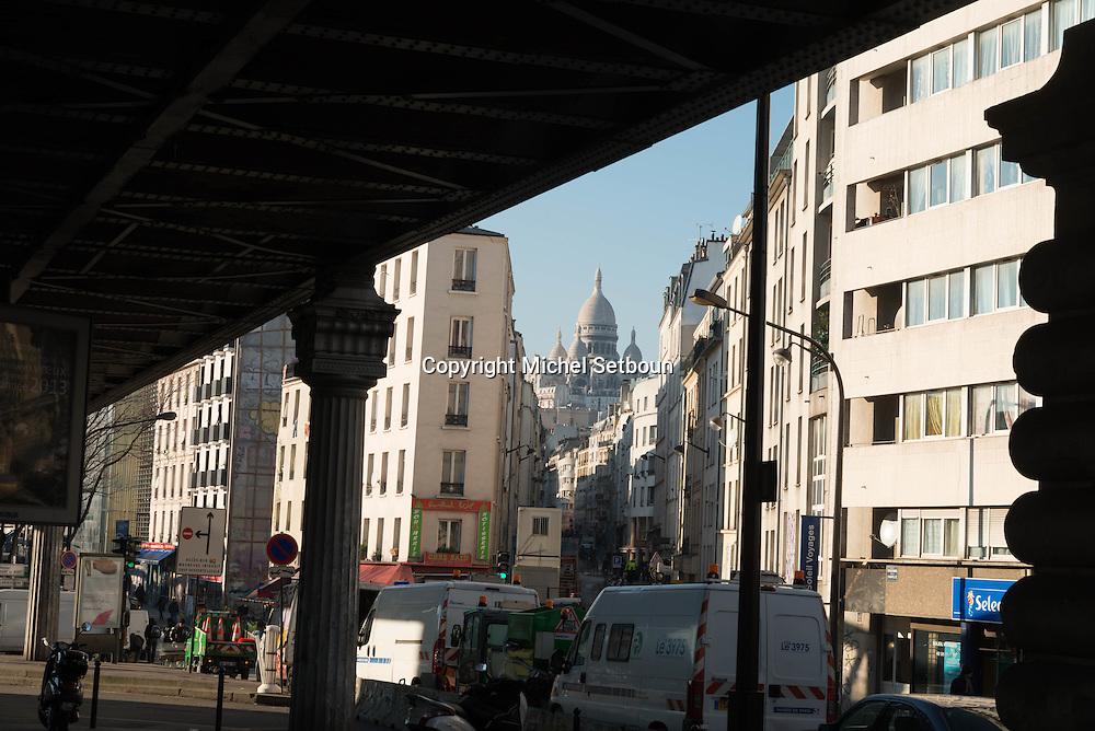 Paris 18th district.  Market under the elevated subway  metro line Boulevard de la Chapelle / Barbes, le metro aerien