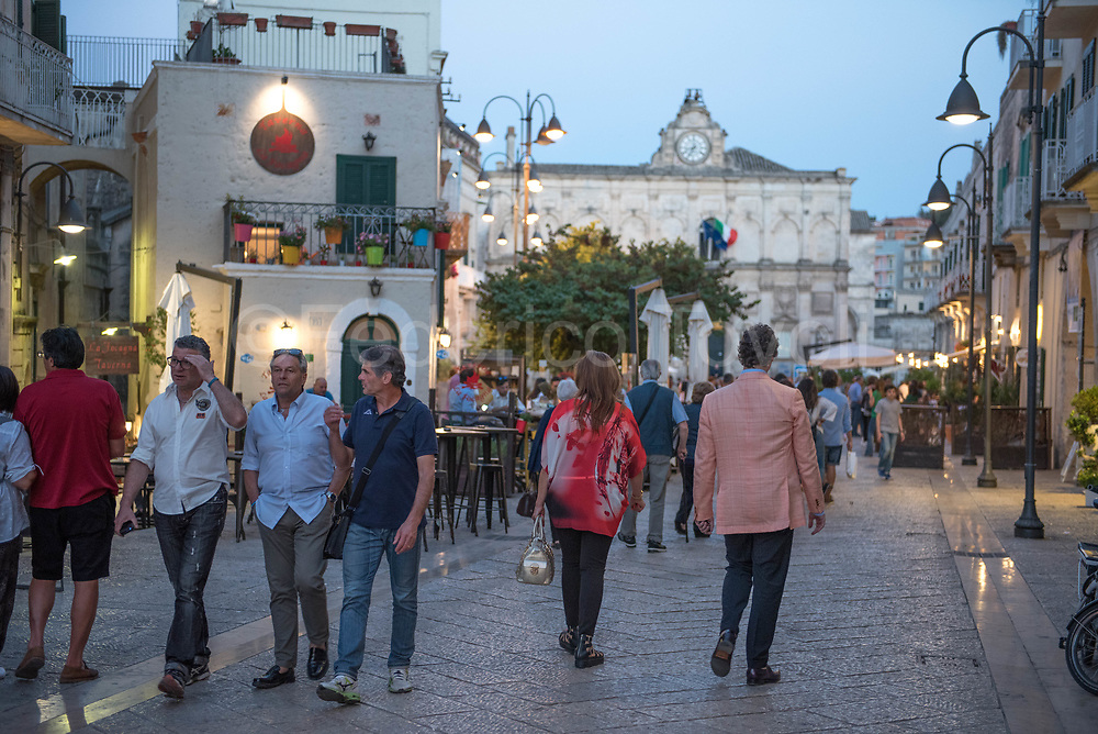 The pedestrian zone in the evening, with the Lanfranchi Palace in the background