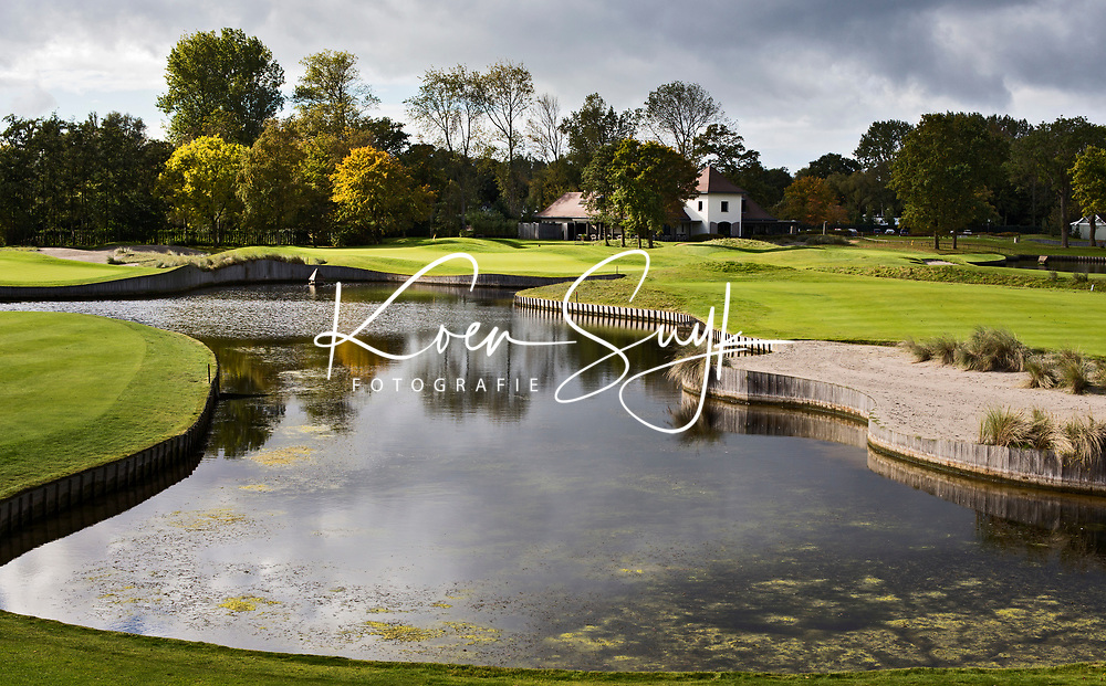 WASSENAAR  (NETH.) - Clubhuis met green van hole 7 en  9 , Golfclub Groendael in Wassenaar. COPYRIGHT KOEN SUYK