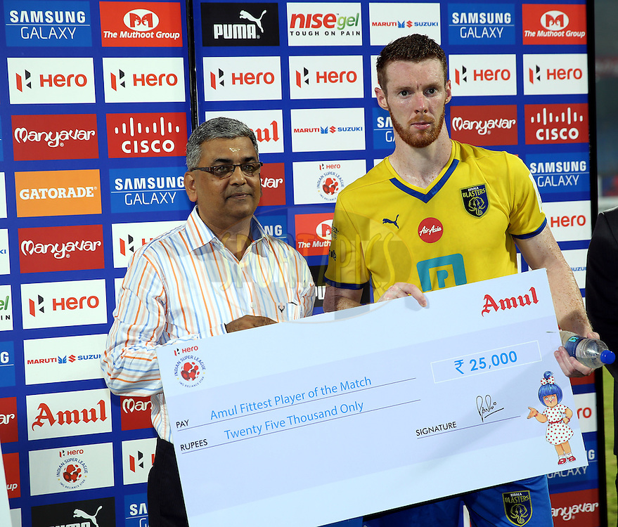 Stephen Pearson of Kerala Blasters FC recives Amul fittest player of the match award during the presentation of the match 49 of the Hero Indian Super League between Kerala Blasters FC and North East United FC held at the Jawaharlal Nehru Stadium, Kochi, India on the 4th December 2014.<br /> <br /> Photo by:  Sandeep Shetty/ ISL/ SPORTZPICS