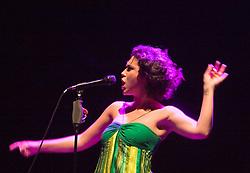 Sao Paulo, SP, Brasil. 06/dezembro/2005..Show da cantora Maria Rita, no via Funchal./.Maria Rita singer concert, at Via Funchal.Foto © Adri Felden/Argosfoto