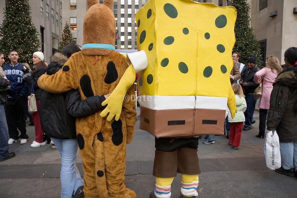 Sponge Bob Square Pants entertaining crowd in New York City