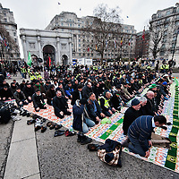 LONDON, ENGLAND - FEBRUARY 07: Shiite Muslim devotees pray at Marble Arch ahead of the 29th Arbaeen Procession on February 7, 2010 in London, England. Arbaeen occurs 40 days after the day of Ashura, the commemoration of the martyrdom of Iman Hussain in Karbala (Photo by Marco Secchi/Getty Images)