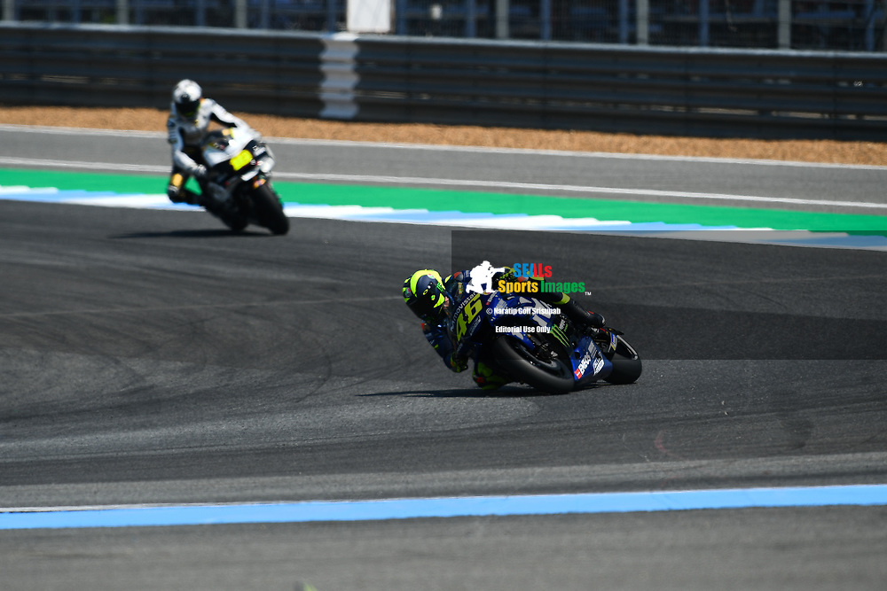 BURIRAM, THAILAND - OCTOBER 06: Valentino Rossi (46) of Italy and Movistar Yamaha MotoGP in Turn 12 during FP3 at the MotoGP PTT Thailand Grand Prix 2018, Chang International Circuit, Buriram, Thailand on October 06, 2018. <br /> .<br /> .<br /> .<br /> (Photo by: Naratip Golf Srisupab/SEALs Sports Images)<br /> .<br /> Any image use must include a mandatory credit line adjacent to the content which should read: Naratip Golf Srisupab/SEALs Sports Images