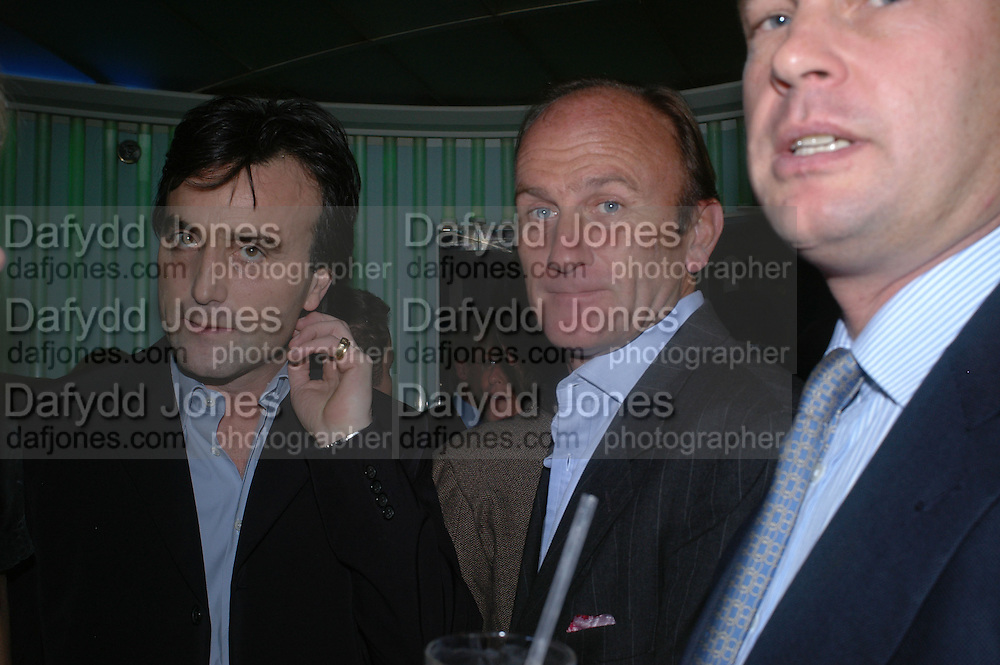 Philip Knatchbull and David Flint Wood. Launch dinner for Island Beauty by India Hicks hosted by Charles Finch and Harvey Nichols Fifth Floor Restaurant. London. .  14  November 2005 . ONE TIME USE ONLY - DO NOT ARCHIVE © Copyright Photograph by Dafydd Jones 66 Stockwell Park Rd. London SW9 0DA Tel 020 7733 0108 www.dafjones.com