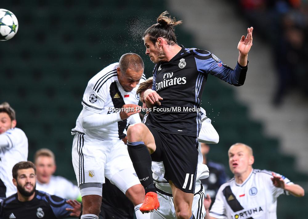 2016.11.02 Warszawa<br /> Pilka nozna Liga Mistrzow sezon 2016/2017<br /> Legia Warszawa - Real Madryt<br /> N/z Vadis Odjidja Ofoe Gareth Bale<br /> Foto Lukasz Laskowski / PressFocus<br /> <br /> 2016.11.02 Warsaw<br /> Football Champions League season 2016/2017<br /> Legia Warsaw - Real Madrid<br /> Vadis Odjidja Ofoe Gareth Bale<br /> Credit: Lukasz Laskowski / PressFocus