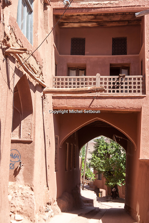Iran. Isfahan Province. Abyaneh (Persian: ابیانه) is a famous historic Iranian village near the city of Natanz . Characterized by a peculiar reddish hue, the village is one of the oldest in Iran, attracting numerous native and foreign tourists  / Abyaneh , village traditionnel de la province d'Ispahan