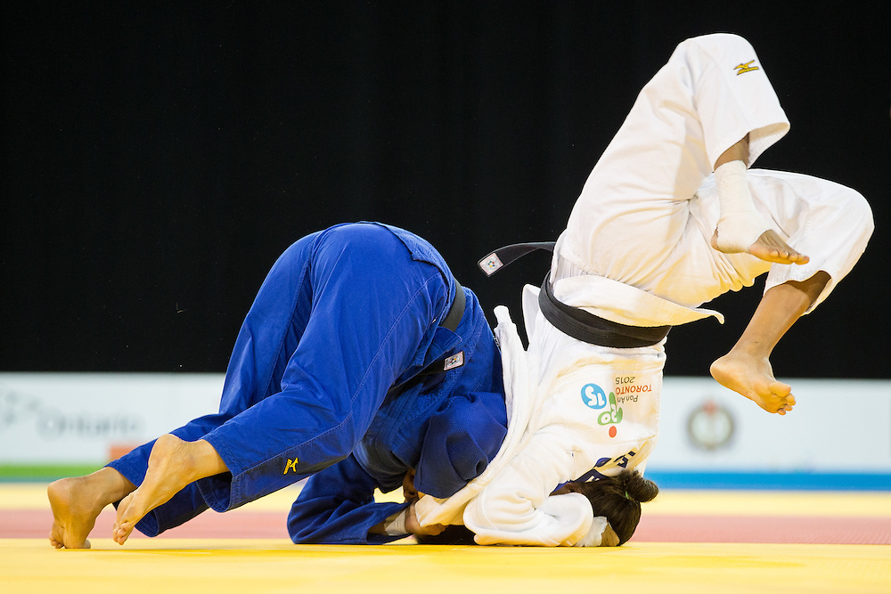 Yalennis Castillo (L) of Cuba throws Diana Chala of Ecuador in their bronze medal contest in the women's judo -78kg class at the 2015 Pan American Games in Toronto, Canada, July 14,  2015.  AFP PHOTO/GEOFF ROBINS