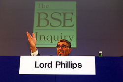 Lord Phillips for the Human BSE Foundation, during the BSE Inquiry, family press conference, August 26, 2000. Photo by Andrew Parsons/i-Images..