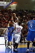 DESCRIZIONE : Capo Orlando Lega A1 2007-08 Pierrel Capo Orlando Eldo Napoli<br /> GIOCATORE : CJ Wallace<br /> SQUADRA : Pierrel Capo Orlando<br /> EVENTO : Campionato Lega A1 2007-2008 <br /> GARA : Pierrel Capo Orlando Eldo Napoli <br /> DATA : 13/01/2008 <br /> CATEGORIA : Rimbalzo<br /> SPORT : Pallacanestro <br /> AUTORE : Agenzia Ciamillo-Castoria/J.Pappalardo
