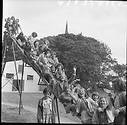 Sunshine House Kids on holiday in Balbriggan, Co Dublin. The Saint Vincent de Paul have been providing summer holidays free-of-charge to children aged between 7 and 11 from areas of disadvantage across Dublin since 1935..27.08.1961