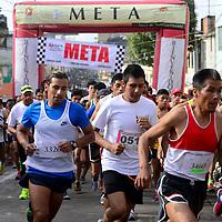 Toluca, Méx.- Alrededor de 300 corredores se dieron cita en la ya tradicional Carrera Atlética del Mercado 16 de Septiembre. Agencia MVT / Crisanta Espinosa