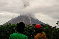August 9, 2017 - North Sumatera, Indonesia - Since the the lava dome of Mount Sinabung collapse last week, mount Sinabung  still shows its activity, marked with high sulfatara at the top of Sinabung and lava incandescent. (Credit Image: © Sabirin Manurung/Pacific Press via ZUMA Wire)