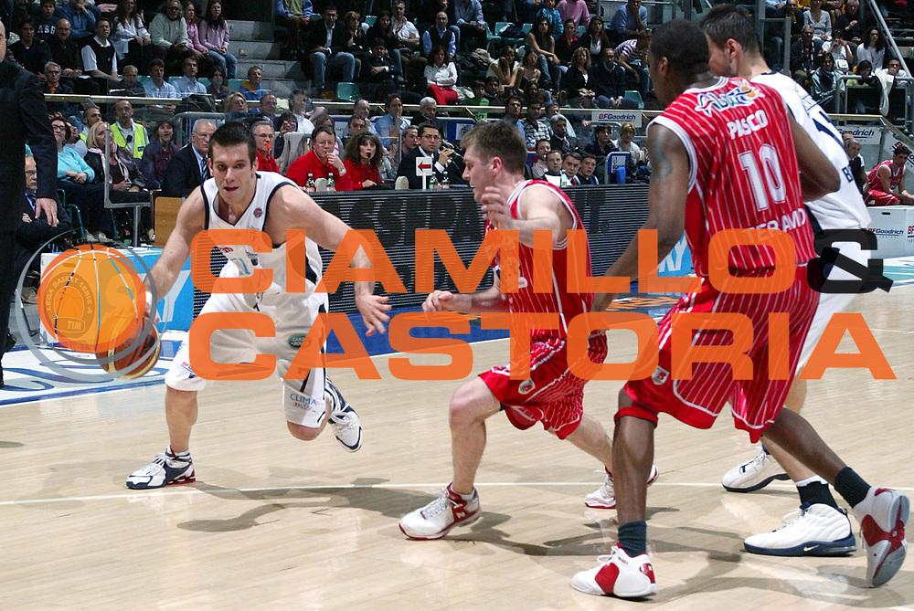 DESCRIZIONE : Bologna Lega A1 2005-06 Climamio Fortitudo Bologna  Navigo.it Teramo<br />GIOCATORE : Becirovic<br />SQUADRA : Climamio Fortitudo Bologna<br />EVENTO : Campionato Lega A1 2005-2006 <br />GARA :Climamio Fortitudo Bologna  Navigo.it Teramo<br />DATA :20/04/2006 <br />CATEGORIA : Palleggio<br />SPORT : Pallacanestro <br />AUTORE : Agenzia Ciamillo-Castoria/L.Villani