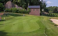 Margraten  -  tee hole 2 met aan de golfbaan bidkapel . Rijk van Margraten.  COPYRIGHT KOEN SUYK