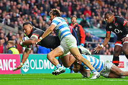 November 11, 2017 - London, England, United Kingdom - England's Nathan Hughes scores the first try during Old Mutual Wealth Series between England against Argentina at Twickenham stadium , London on 11 Nov 2017  (Credit Image: © Kieran Galvin/NurPhoto via ZUMA Press)