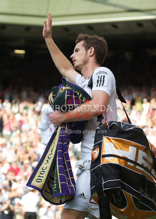 LONDON, ENGLAND - Wednesday, June 30, 2010: Andy Murray (GBR) waves to the spectators after winning the Gentlemen's Singles Quarter-Final on day nine of the Wimbledon Lawn Tennis Championships at the All England Lawn Tennis and Croquet Club. (Pic by David Rawcliffe/Propaganda)