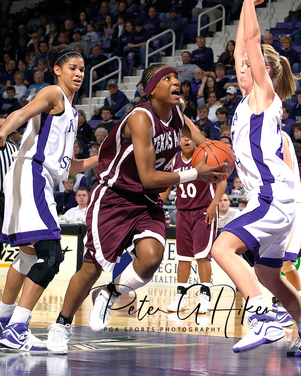 Texas A&M forward Patrice Reado (C) drive between Kansas State defenders Danielle Zanotti (R) and Marlies Gipson (L) in the first half at Bramlage Coliseum in Manhattan, Kansas, January 6, 2007.  K-State upset 17th ranked Texas A&M 48-45.